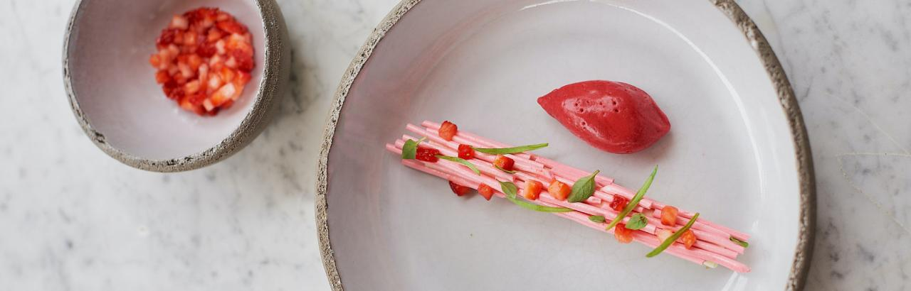 Focus on one of our seasonal desserts: Fraise (Strawberry)